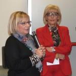La Dirigente scolastica Stefania Tinti e Gabriella Sarracco, Presidente della Sezione Fidapa-BPW Italy di Civitavecchia