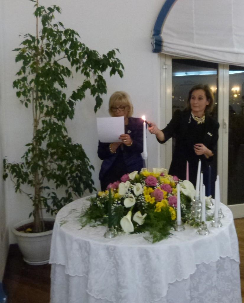 Pia Petrucci, Presidente nazionale della Fidapa BPW Italy accende la candela della Federazione Internazionale